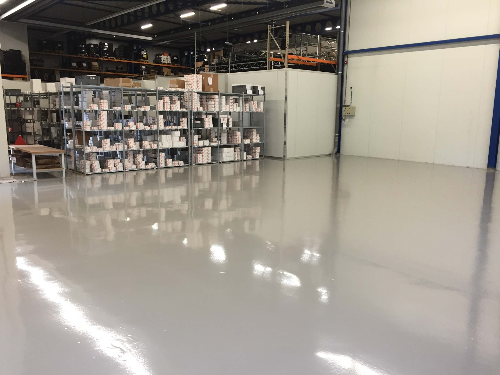 Vloerrenovatie magazijnvloer Basic Cleaning Breda