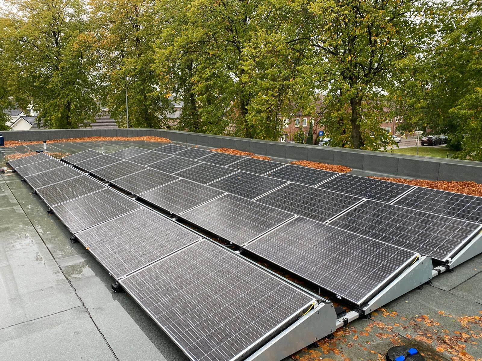 Installatie zonnepanelen bij MC Etten-Leur