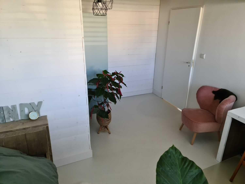 Vloerrenovatie slaapkamer woning in Prinsenbeek