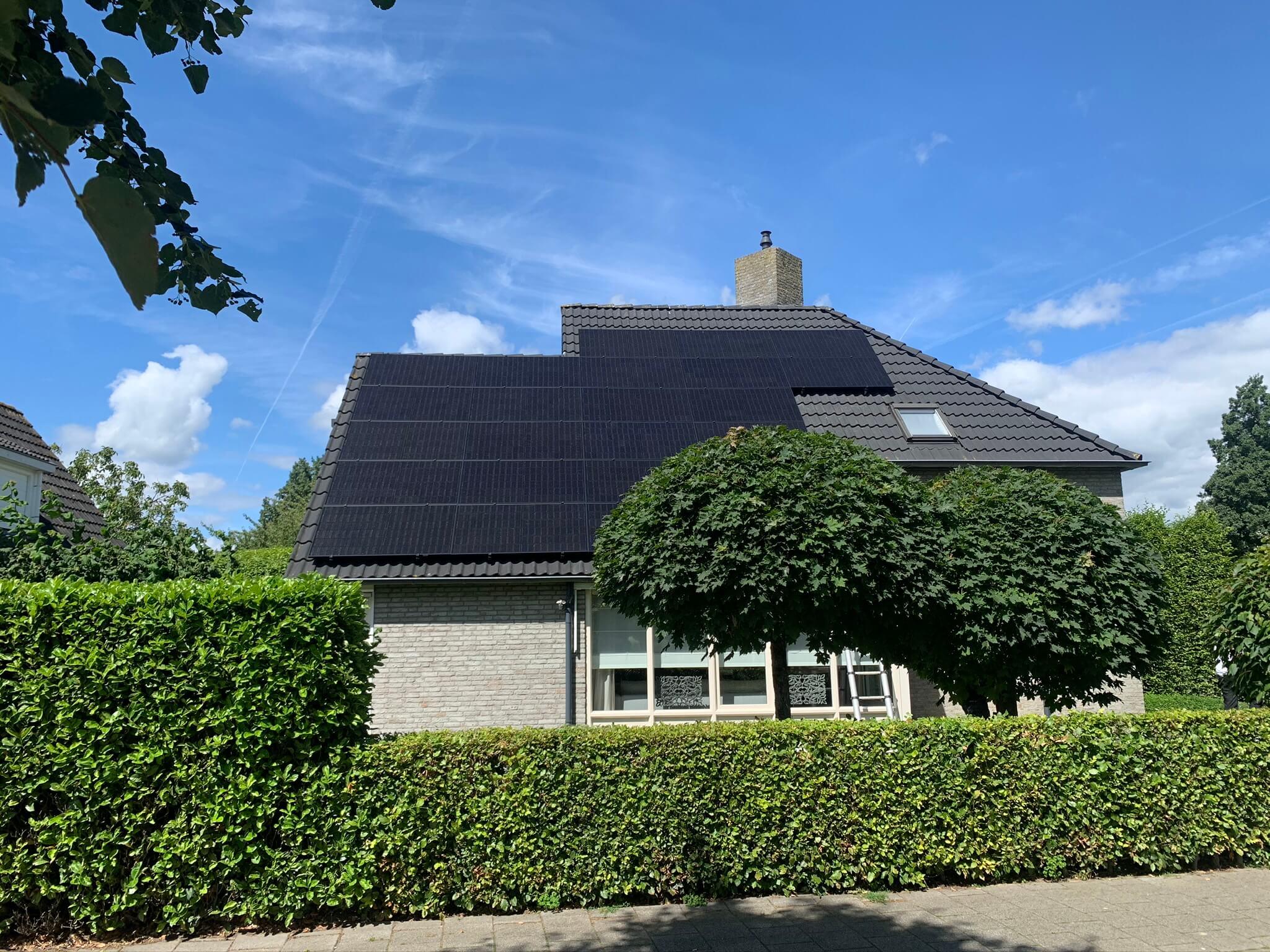 Installatie zonnepanelen woning in Raamsdonksveer